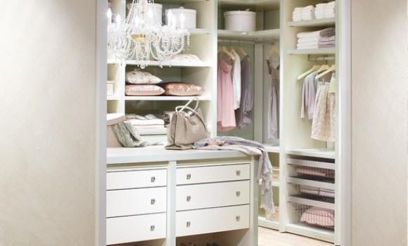 Як облаштувати гардеробну у маленькій квартирі:  5 простих порад